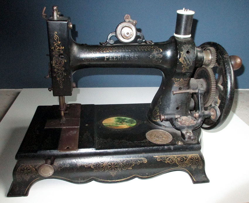 1879 White Peerless Sewing machine 1