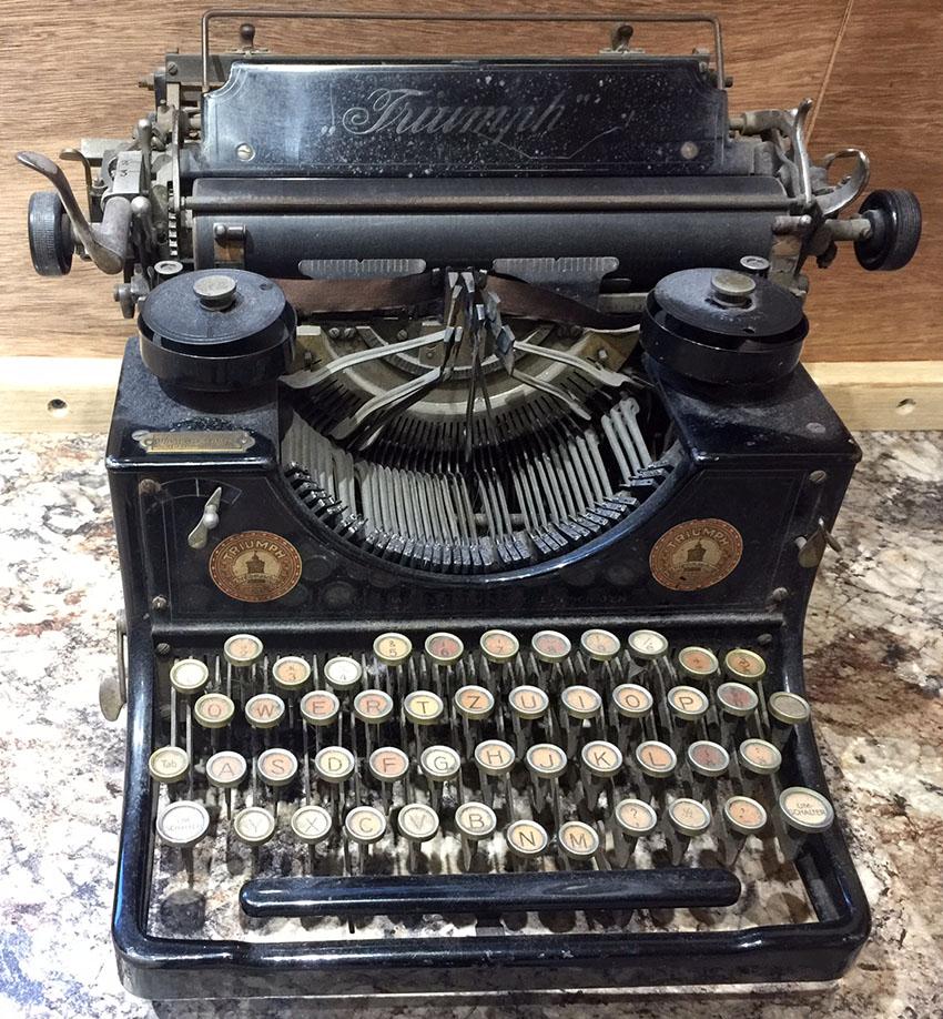 1919-triumph-typewriter-5